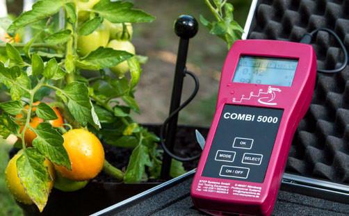 Одновременное измерение активности солей, влажности и температуры почвы с помощью мульти-зонда.